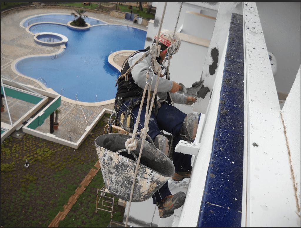 Rehabilitaci n de fachadas en mallorca trabajos verticales - Trabajos verticales en palma ...