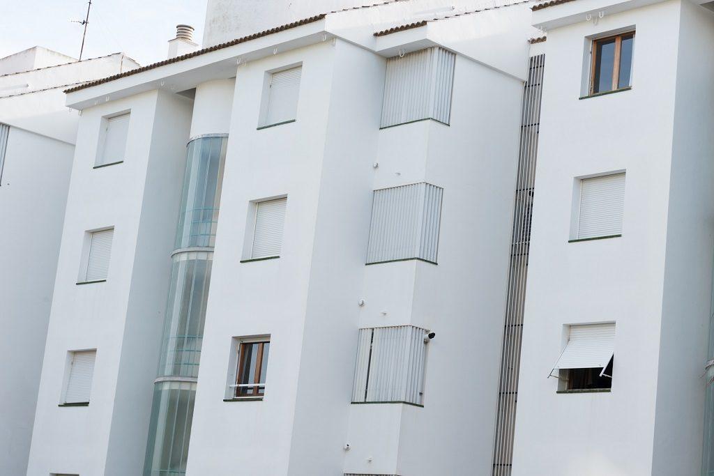 Ventajas pintar edificios de blanco